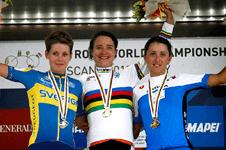 SLCT_finale_MV_podium