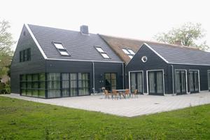Zorgboerderij-terras-300x200px (1)
